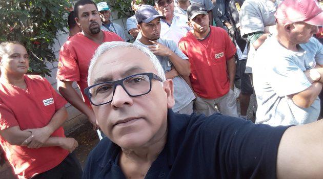 Trabalhadores da Servgás protestam contra atrasos de salários