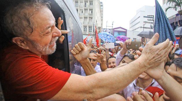 Historiador suíço explica por que Lula é hoje um preso político